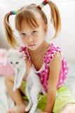 Criança com vaquinha fotografia de stock