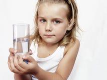 Criança com vidro da água Imagens de Stock