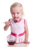 A criança come o mel Imagens de Stock