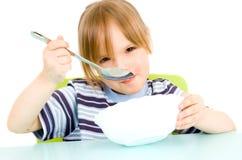 A criança come a sopa Imagens de Stock Royalty Free