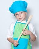 Criança como um cozinheiro do cozinheiro chefe imagens de stock royalty free