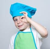 Criança como um cozinheiro do cozinheiro chefe imagens de stock