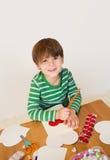 A criança contratou em ofícios, em amor e em corações do dia de Valentim Foto de Stock Royalty Free