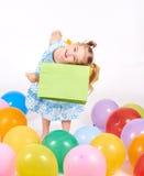 Criança da compra Sacos de compra da terra arrendada da menina Foto de Stock