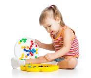 Criança da menina que joga o brinquedo fotos de stock