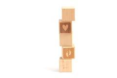 Criança da torre do bloco de madeira imagens de stock