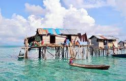 Criança de Bajau Laut em um barco Fotos de Stock
