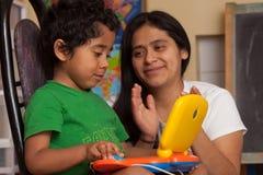Criança latino-americano que aprende Fotos de Stock