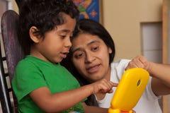 Criança latino-americano que aprende Imagem de Stock Royalty Free