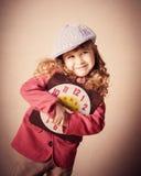 Criança de Happyl que guarda o pulso de disparo velho Fotografia de Stock Royalty Free