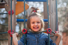 Criança de ondulação no campo de jogos Foto de Stock Royalty Free