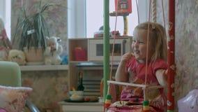 Criança de riso no balanço Fotografia de Stock Royalty Free