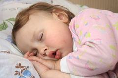A criança de sono fotos de stock royalty free