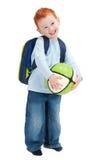 Criança de sorriso feliz do menino com o saco da esfera e de escola Foto de Stock