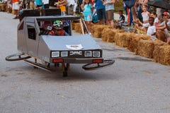 A criança dirige o modelo de Delorean na caixa Derby Event do sabão de Atlanta Fotografia de Stock