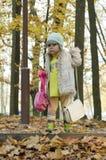 Criança distraída no parque Fotografia de Stock Royalty Free