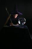 Criança do feiticeiro que escreve um encanto Fotos de Stock Royalty Free