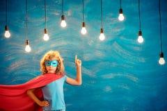 Criança do super-herói em casa Foto de Stock Royalty Free