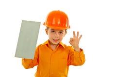 Criança do trabalhador com entalhado fotografia de stock royalty free