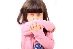 Criança doente que sneezing fotografia de stock royalty free
