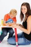 Criança e baby-sitter Imagem de Stock