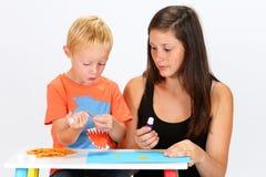 Criança e baby-sitter Foto de Stock