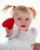 Criança e coração da beleza imagem de stock