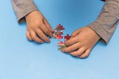 Criança e enigmas Fotografia de Stock Royalty Free