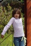 Criança e escultura Fotografia de Stock