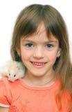 Criança e hamster branco foto de stock royalty free