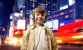 Criança e música fotografia de stock