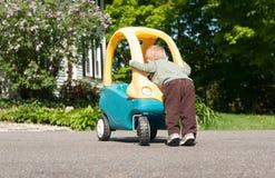 Criança e seu carro Fotos de Stock Royalty Free