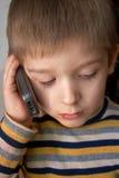 Criança e telefone Foto de Stock Royalty Free