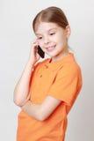 Criança e telefone celular imagem de stock