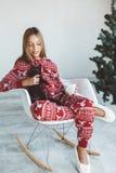 Criança em pijamas do inverno Fotografia de Stock