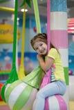 A criança está montando em um balanço redondo fotos de stock royalty free