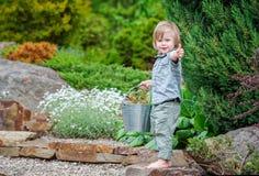 Criança feliz ao ar livre fotos de stock