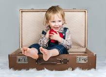 Criança feliz com coração Imagem de Stock Royalty Free