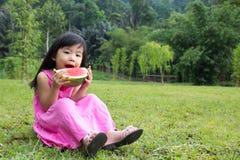 Criança feliz com melancia Fotos de Stock Royalty Free