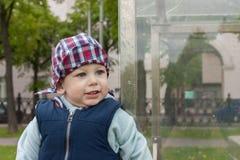 Criança feliz contente alegre Fotografia de Stock Royalty Free