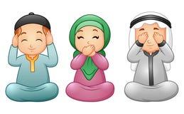 A criança feliz dos muçulmanos comemora o mês de ramadan Imagens de Stock Royalty Free