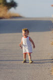 Criança feliz na estrada Fotos de Stock Royalty Free