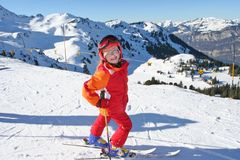 Criança feliz no esporte de inverno Fotos de Stock