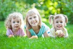 Criança feliz no parque da mola Foto de Stock