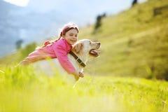 Criança feliz que joga com cão fotos de stock royalty free