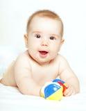 Criança feliz que joga com ratte Imagem de Stock