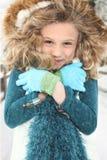 Criança fria na neve fotografia de stock royalty free