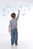 A criança guarda um giz em sua mão Fotografia de Stock
