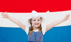 Criança holandesa com a bandeira de Países Baixos Foto de Stock Royalty Free