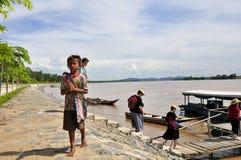 A criança implora por doações dos turistas Foto de Stock Royalty Free